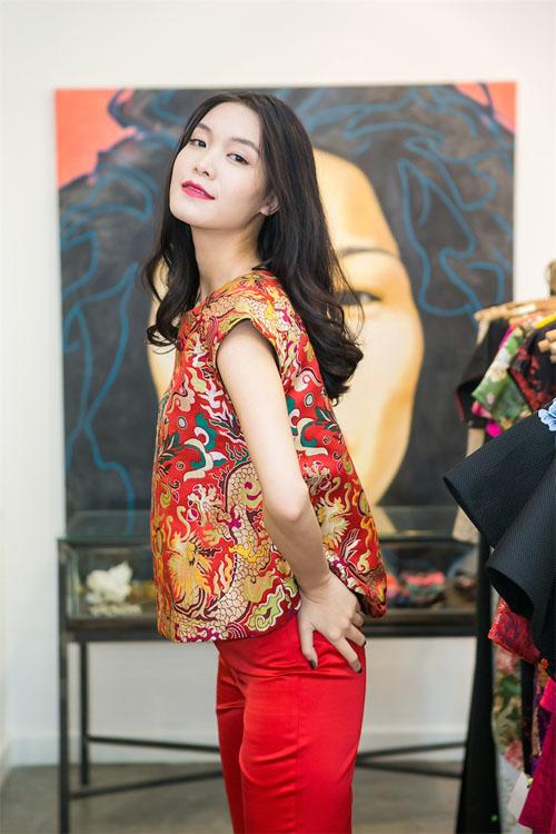 Hoa hậu Thùy Dung đẹp yêu kiều với áo yếm gấm - 7