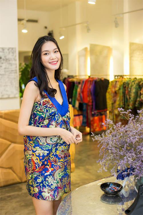 Hoa hậu Thùy Dung đẹp yêu kiều với áo yếm gấm - 5