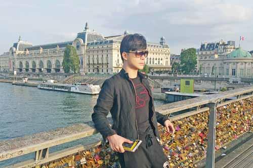 Nathan Lee khoe vẻ lãng tử trên phố Paris - 1