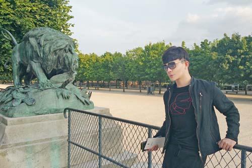 Nathan Lee khoe vẻ lãng tử trên phố Paris - 2