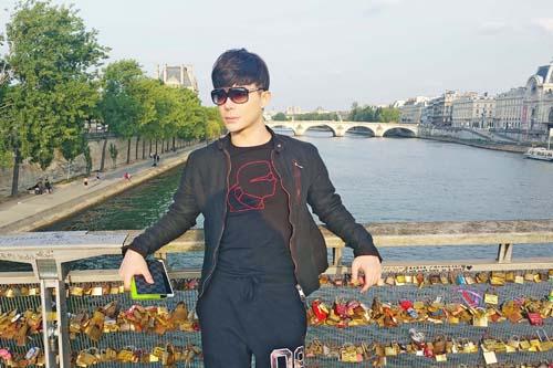 Nathan Lee khoe vẻ lãng tử trên phố Paris - 4