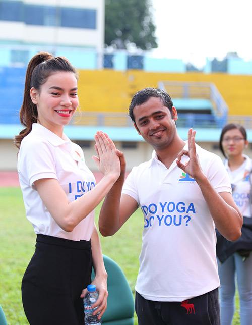 Hà Hồ rạng rỡ tập Yoga trước 3000 người - 5