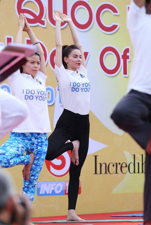 Hà Hồ rạng rỡ tập Yoga trước 3000 người - 7