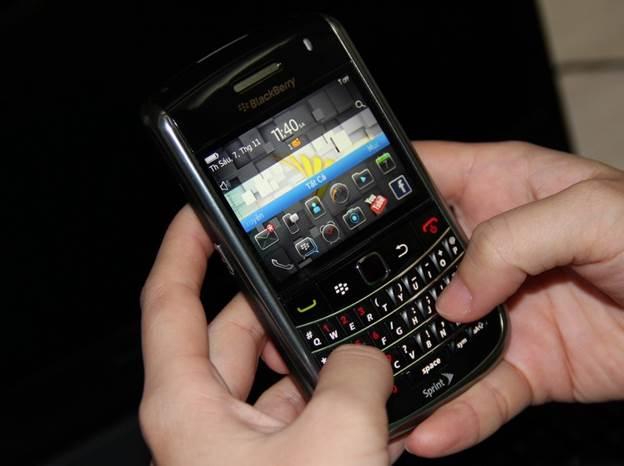 Blackberry 9650 nhập Mỹ giá 1,3 triệu hút khách cả nước - 3