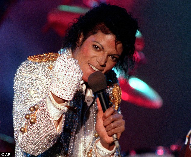 Michael Jackson vẫn kiếm 2 tỷ đô la sau 6 năm qua đời
