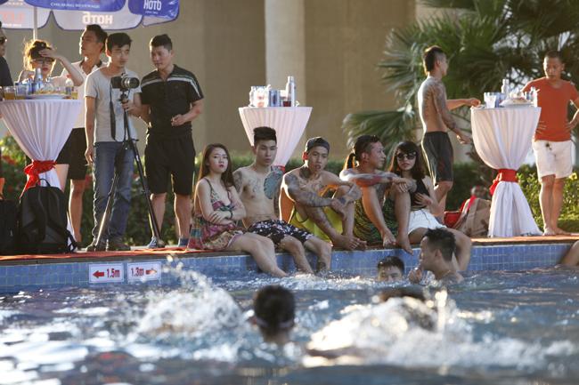1435464093 znsp mg 2007 mrjh Phái đẹp Tây, Ta gợi cảm diện bikini tại tiệc bể bơi
