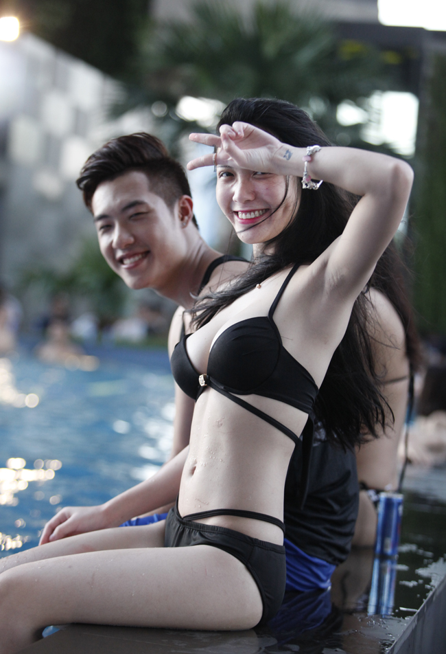1435464095 zwlu mg 2176 pdqo Phái đẹp Tây, Ta gợi cảm diện bikini tại tiệc bể bơi