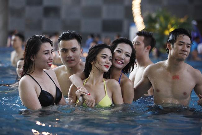 Phái đẹp Tây, Ta <a target='_blank' href='http://gaixinh.blogsudo.com'>gợi cảm</a> diện bikini tại tiệc bể bơi - 14