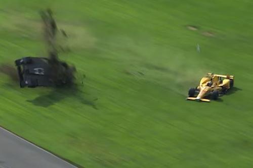 Va chạm hãi hùng, xe đua vỡ nát ở tốc độ 340km/h - 3