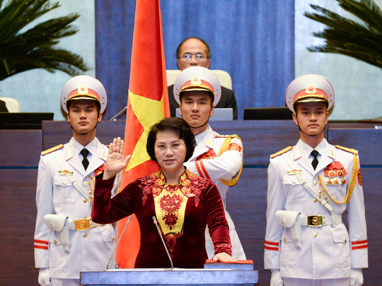 Các đại biểu Quốc hội nên đứng trong lễ tuyên thệ? - 1