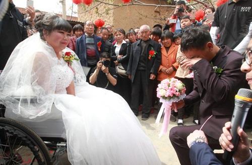 Rơi nước mắt với đám cưới của cô dâu bị liệt - 3