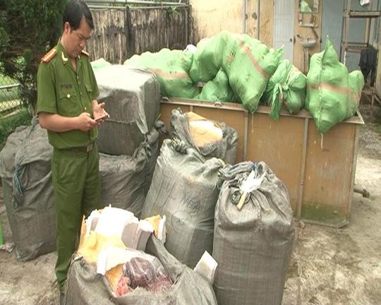 1,6 tấn nội tạng giấu trên xe khách biển số Lào - 2