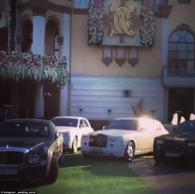 Tỷ phú chi 1 tỷ USD tổ chức đám cưới con giàu cỡ nào? - 3