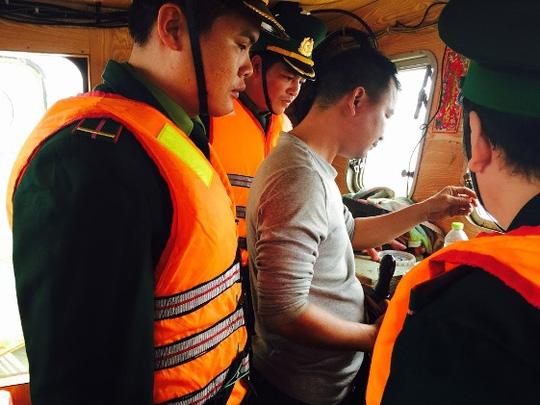 Bắt tàu Trung Quốc xâm phạm chủ quyền biển Việt Nam - 2