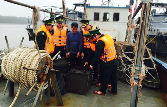 Bắt tàu Trung Quốc xâm phạm chủ quyền biển Việt Nam - 5