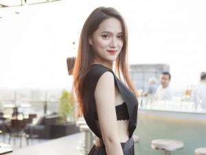 Hương Giang mặc sexy đến ủng hộ đồng nghiệp