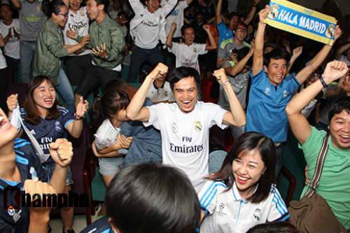 """Fan nữ Real """"bung lụa"""", khóc thét khi Ronaldo tỏa sáng - 10"""