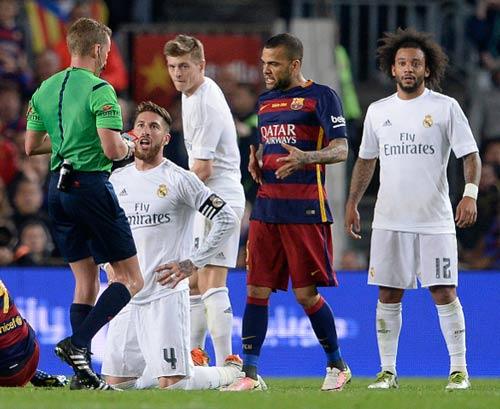"""Ramos bị mắng """"ngu xuẩn"""" vì thẻ đỏ ở Kinh điển - 2"""