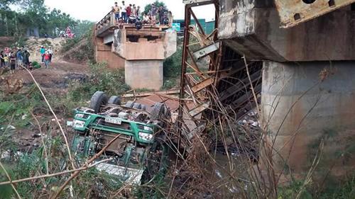 Xem xét khởi tố vụ xe tải làm sập cầu ở Đắk Lắk - 1