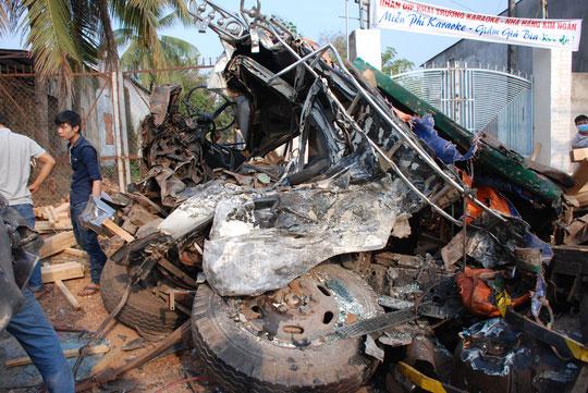 Xe tải tông trực diện, 2 tài xế chết tại chỗ - 1