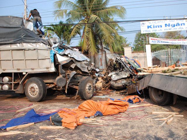 Xe tải tông trực diện, 2 tài xế chết tại chỗ - 2