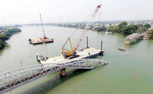 Sau vụ sập cầu Ghềnh, Phó Thủ tướng yêu cầu xử lý những cây cầu yếu - 2