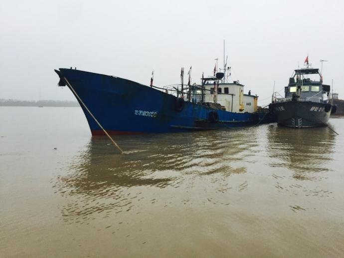 Video: Bắt tàu Trung Quốc xâm phạm biển Việt Nam - 1