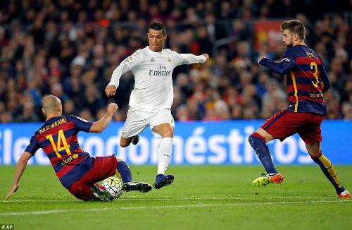 """Messi ngày càng """"mất hút"""" ở Siêu kinh điển - 2"""