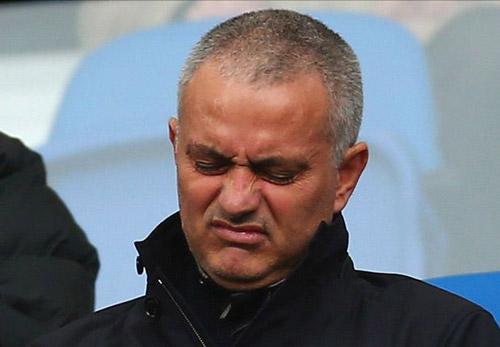 Mourinho được mời làm HLV ở đất nước nội chiến - 1