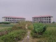 Giáo dục - du học - Trường học tiền tỷ bỏ không giữa cánh đồng