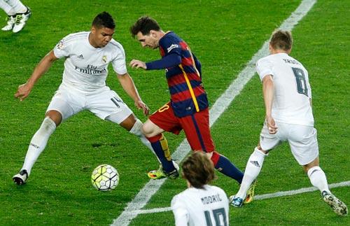 Casemiro khóa chặt Messi: Nhân tố để Real lật đổ Barca - 1