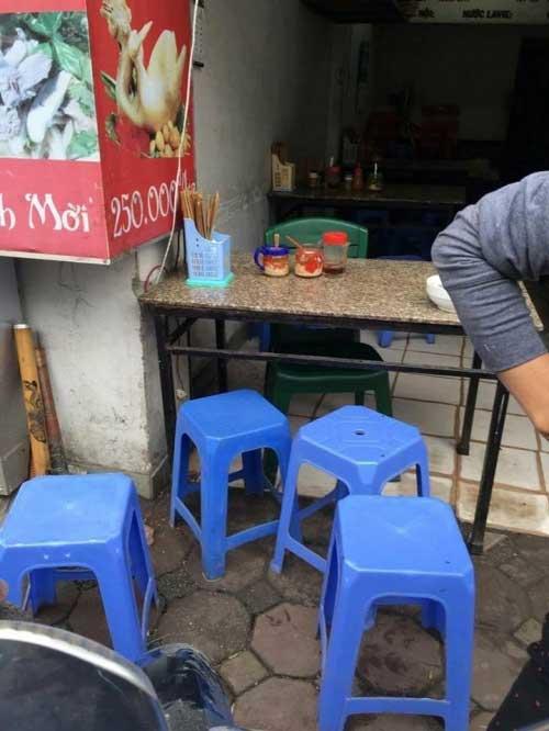 Bát phở 300 nghìn ở Hà Nội  bat pho 300.000  chat chem o ha noi  chặt chém  phở hà nội  chat chem  nan chat chem  tin tức 24h trong ngày  tin tức 24h hôm nay  tin 24h mới nhất  đọc tin hôm nay - 2