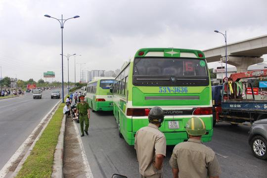 TPHCM: Tai nạn liên hoàn, xa lộ Hà Nội kẹt cứng - 2