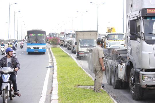 TPHCM: Tai nạn liên hoàn, xa lộ Hà Nội kẹt cứng - 4