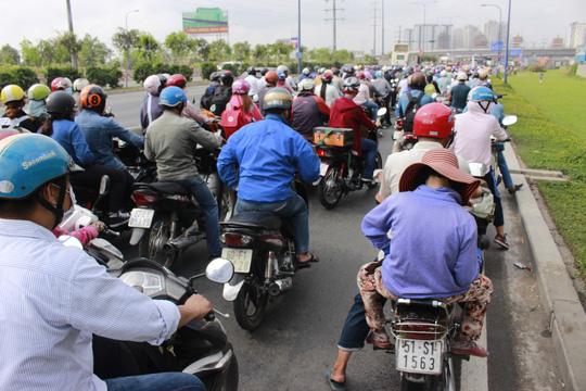 TPHCM: Tai nạn liên hoàn, xa lộ Hà Nội kẹt cứng - 5