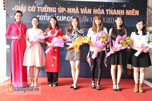 Top 10 người đẹp làng cờ Việt khoe sắc năm 2016 - 12
