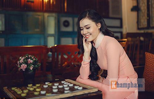 Top 10 người đẹp làng cờ Việt khoe sắc năm 2016 - 2