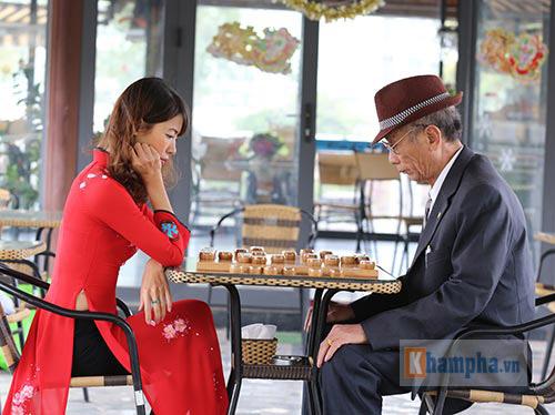 Top 10 người đẹp làng cờ Việt khoe sắc năm 2016 - 4