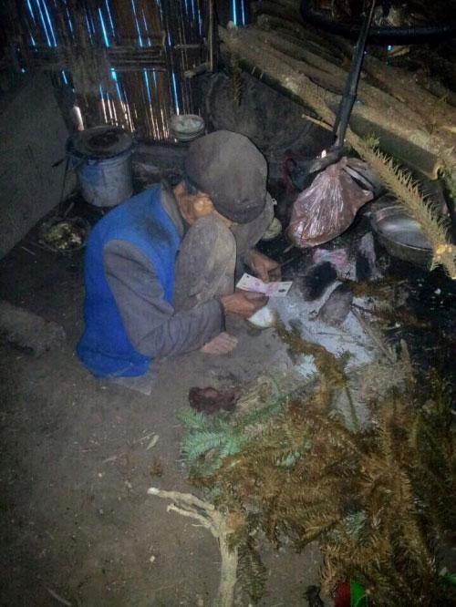 Xót xa cụ 81 tuổi sống một mình trong căn nhà rách nát - 1
