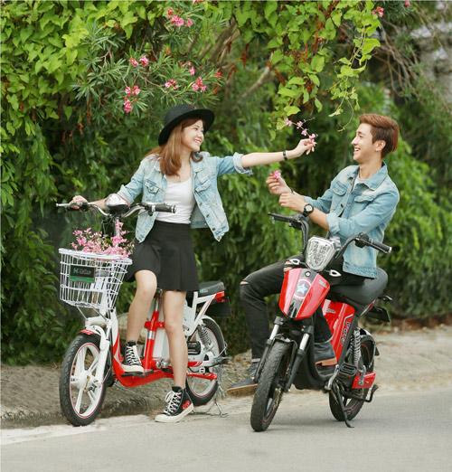 """Xe đạp điện """"vật bất ly thân"""" đối với giới trẻ - 1"""