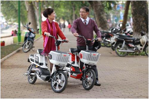 """Xe đạp điện """"vật bất ly thân"""" đối với giới trẻ - 3"""