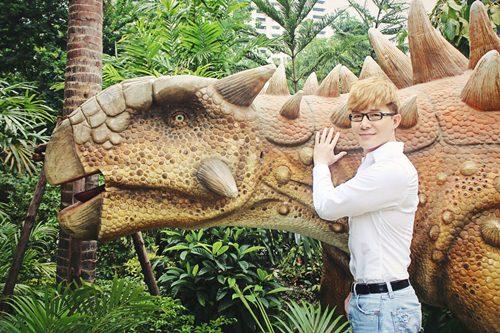 Nathan Lee ăn mừng MV triệu view tại công viên khủng long - 2
