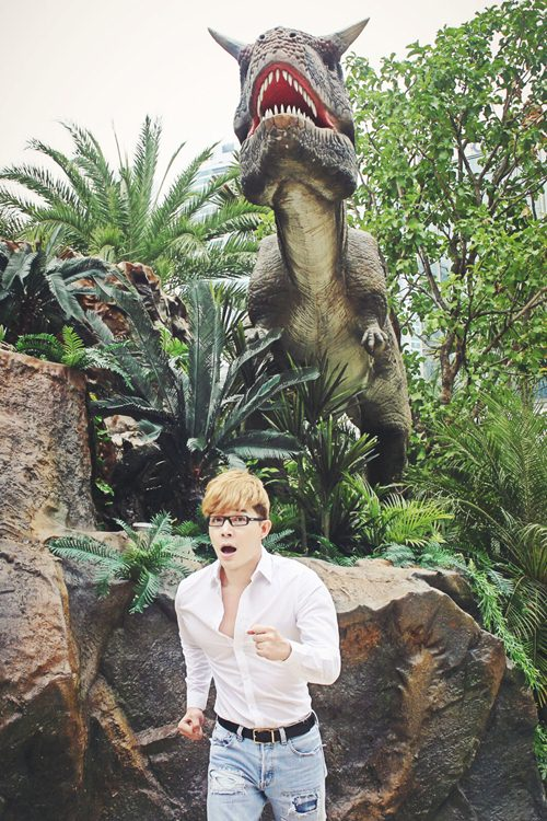 Nathan Lee ăn mừng MV triệu view tại công viên khủng long - 3
