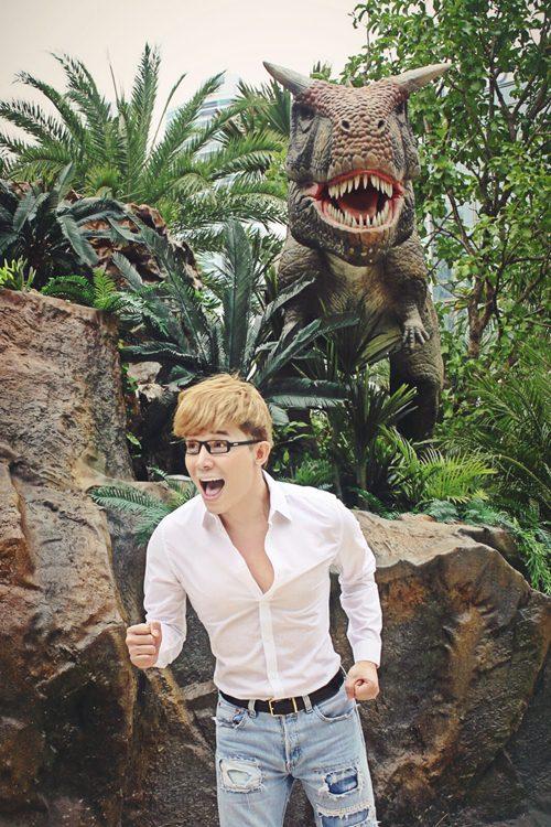 Nathan Lee ăn mừng MV triệu view tại công viên khủng long - 4