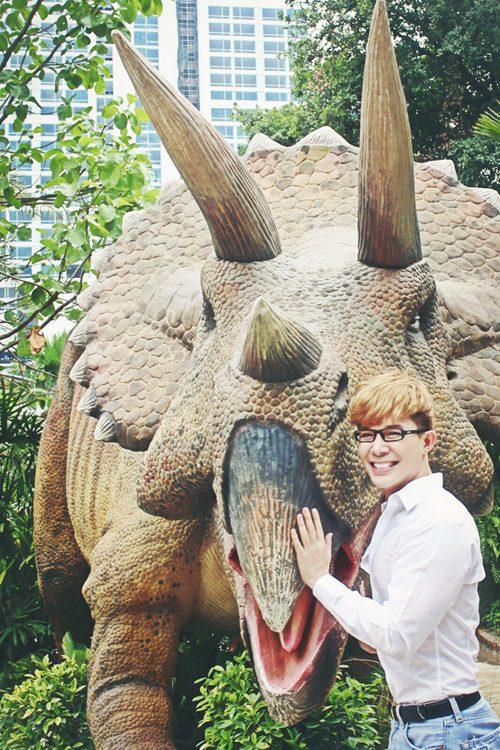 Nathan Lee ăn mừng MV triệu view tại công viên khủng long - 5