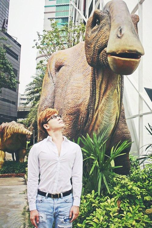 Nathan Lee ăn mừng MV triệu view tại công viên khủng long - 11
