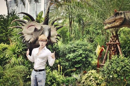 Nathan Lee ăn mừng MV triệu view tại công viên khủng long - 10