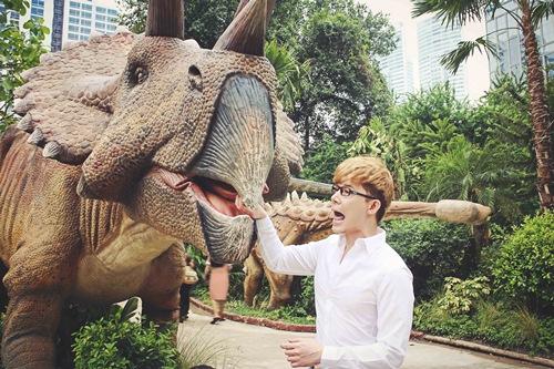 Nathan Lee ăn mừng MV triệu view tại công viên khủng long - 9