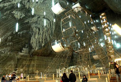 Công viên giải trí dưới mỏ muối bỏ hoang - 2