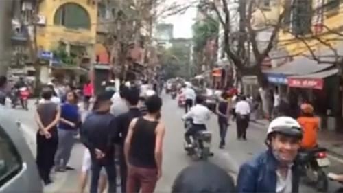 Công an nổ súng giải tán đám đông giữa Thủ đô - 2